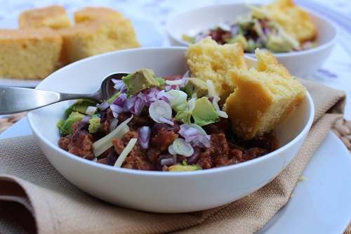 chili-con-carne-with-bread